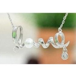 Retro Halskette mit LOVE Silber -Anhänger (3106) - lange Retro Halskette Kette im Retro-Stil mit süßem Deco LOVE Schrift -Anhänger in Silber