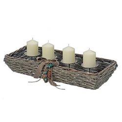 Kerzenhalter Mirko aus Korbgeflecht für 4 Kerzen, mit Tannenzapfen, Holzsternen und Leinenschleife dekoriert, Adventskranz