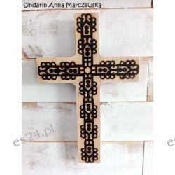 Drewniany, ręcznie wypalany, ścienny krzyż z dedykacją