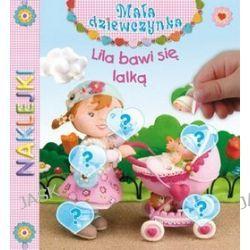 Naklejki. Lila bawi się lalką. Mała Dziewczynka