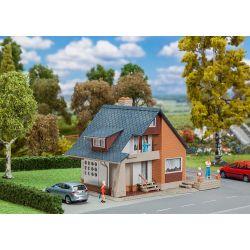 Dom z balkonem, FALLER 131359 101-500 elementów