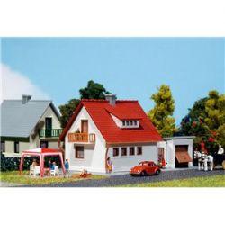 Dom osiedlowy z garażem, FALLER 232531 Budownictwo