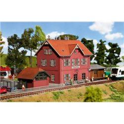 110096 Dworzec Klingenberg  FALLER Budownictwo