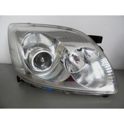 TOYOTA AVENSIS T25 PRAWA LAMPA PRZÓD Lampy tylne