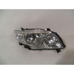 Reflektor prawy przedni Toyota Corolla Sedan 2008-